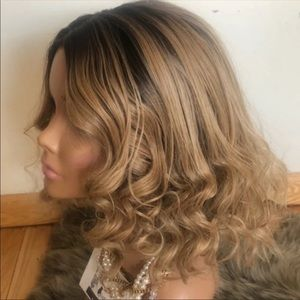 "14"" BLONDE LACE FRONT CURLY BOB WIG 🏷USED"